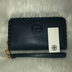 NWT Tory Burch navy zip wallet wristlet